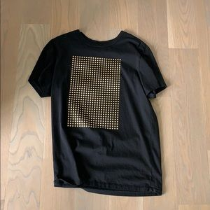 Black and gold t shirt